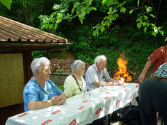 unsere Old Ladies beim brötlen