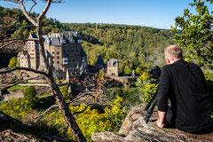 Während hunderte Touristen in Burg Eltz strömden, hatten wir diesen Aussichtspunkt ganz allein.