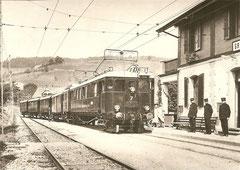 BCe 2/5 7 mit den ebenfalls um 1921 in Betrieb gesetzten Anhängewagen