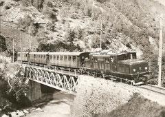 HGe 4/4 12 auf dem Viadukt zwischen St. Niklaus und Mattsand