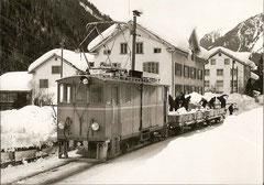Schneeabfuhr mit Xe 2/2 22 + 2 ex-ESZ-M Serie 81-83 bei Matt-Station, 5. 2. 68