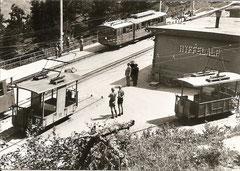 Personen- und Gepäcktriebwagen in der Station Riffelalp der Gornergratbahn