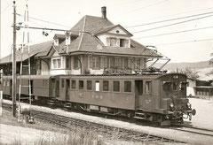 Be 4/4 262 mit ehemaligem BLS-Packwagen in Biglen am 18. 6. 1968
