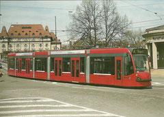 Combino Be 4/6 757 am 16. 4. 2004 auf dem Helvetiaplatz in Bern