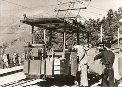 Triebwagen des Riffelalp-Trams in der Station Riffelalp der Gornergratbahn