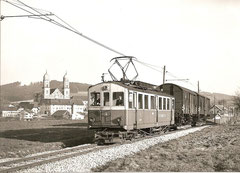 BDe 4/4 4 mit Rollschemmelzug 757 Melchnau-Langenthal vor Kloster St.Urban