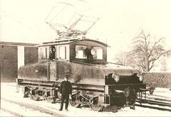 Elektrolok Fb 4/4 vor dem Depot Fahrwangen im Winter 1917/18