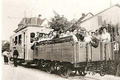 Ce 2/2 11 + L 51 mit fröhlichem Glarner Chörli, um 1920