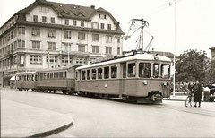 Ce 4/4 8 + C4 40 + C4 33 auf dem Bahnhofplatz Aarau um 1950