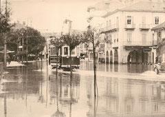 Ce 2/2 1 bei Hochwasser