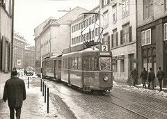 Be 4/4 402 + zwei B2 am 3. 1. 1968 in der Elisabethstrasse