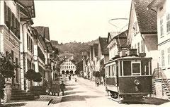 Ce 2/2 5 Fahrt durch die Neugasse in Berneck um 1940
