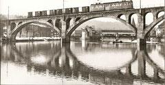 Reussbrücke Bremgarten mit dem Militärgüterzug am 12. 3. 1970