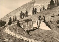 """Lok G 3/3 Nr. 1 """"Scheideck"""" + B4 4 auf dem Viadukt Unterstetten um 1925"""
