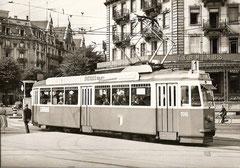 Be 4/4 106 in der 1. Serie auf dem Bahnhofplatz am 21. 8. 1957