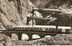 Schöllenenbahn mit alter und neuer Teufelsbrücke