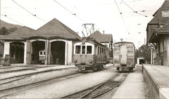 SNB J 39, OJB BDe 4/4 9 + im Depot Wiedlisbach OJB BDe 4/4 8, 20. 9. 1963