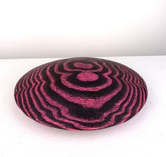 Disc pink / 2020 / 18,5 x 18,5 x 5,5 cm / Eschenholz geflammt, Oelfabe