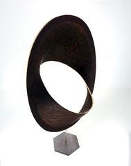 Zwei Ellipsen / 2021 / 45 x 40 x 83 cm / Eschenholz geflammt / Position 3 von 3
