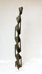 Internal Twist / 2010 / 25 x 25 x 174 cm / Eschenholz geflammt