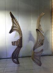 Turn around I und II / 2010 / je 50 x 50 x 220 cm / Eschenholz gefalmmt, Ölfarbe