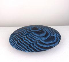 Disc blue / 2020 / 23 x 23 x 6 cm / Eschenholz geflammt, Oelfabe