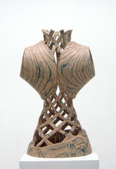 Figur II / 2014 / 35 x 24 x 61 cm / Lärchenholz geflammt, Oelfarbe
