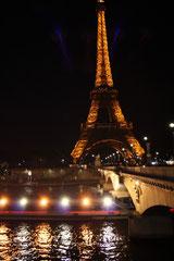 La tour Eiffel, bâteau mouche