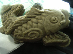 ことし軽井沢から長野に移られ、善光寺さんのすぐそばに店を構えられたお友だち和菓子屋さんのたい焼きならぬ「鯉焼き」。前回訪ねた際は花豆あんのものだけでしたが、種類が増えていました。こちらは県産のずんだあん