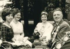 Hedwig Stover, Maria Sibbing, Agnes Beeke-Kipp, König Hermann Sibbing