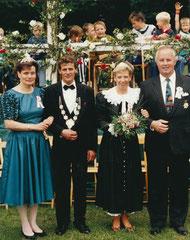 Königspaar Ilse Breuers und Alfons Potthoff sowie Kaiserpaar Anne Horstick und Hermann Hessing