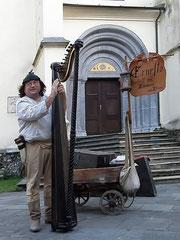 ...und der Harfenist