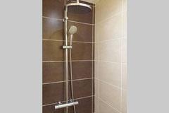 Salle de bain du bas avec douche XXL