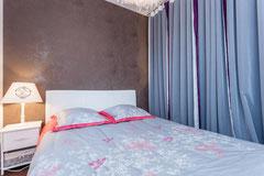 1ère chambre en bas, lietrie neuve et confortable 140*200 avec commode
