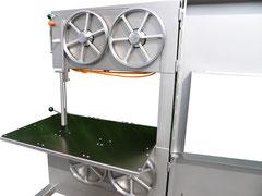 2 Antriebs und 2 Umlenkrollen machen die Maschine kompakt und erlauben 800 mm Schnittbreite.