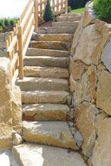 Stiegenanlage Naturstein rustikal