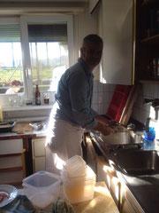 Marco fühlt sich auch in der Küche wohl.