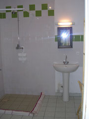 Salle de bain au RDC pour PMR
