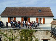 une classe d'école en visite / Besuch einer Schulklasse