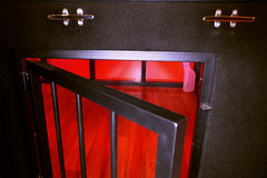 Verschließbare Käfigtür des Bettkäfigs