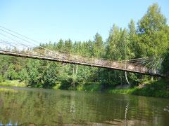 Висячий пешеходный мост на турбазе