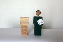 Mini-Denkmal mit Korken als Flaschenverschluss, gefräst