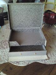 boite ouverte à martine en  skivertex et papier