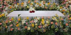 無宗教葬儀の花祭壇 TAKI