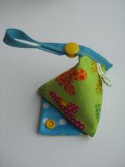 Nuggitasche, grün mit Schmetterlingen/ blau mit Punkten (Knopf gelb)