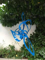 ORINOKO, 2015-2018, Aluminium, Pulverbeschichtung blau, ca. H/B/L: 125 x 100 x 80 cm