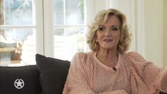 Tineke Schouten voor een interview met SBS