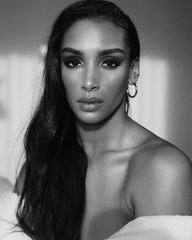 Model: Naomi Sharon