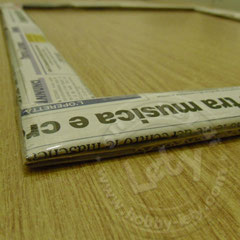 rivestire tutti i lati superiori di carta di giornale