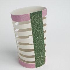 Schnittform, grün, lila, grau | 2004, H: 152 mm, Limoges-Porzellan